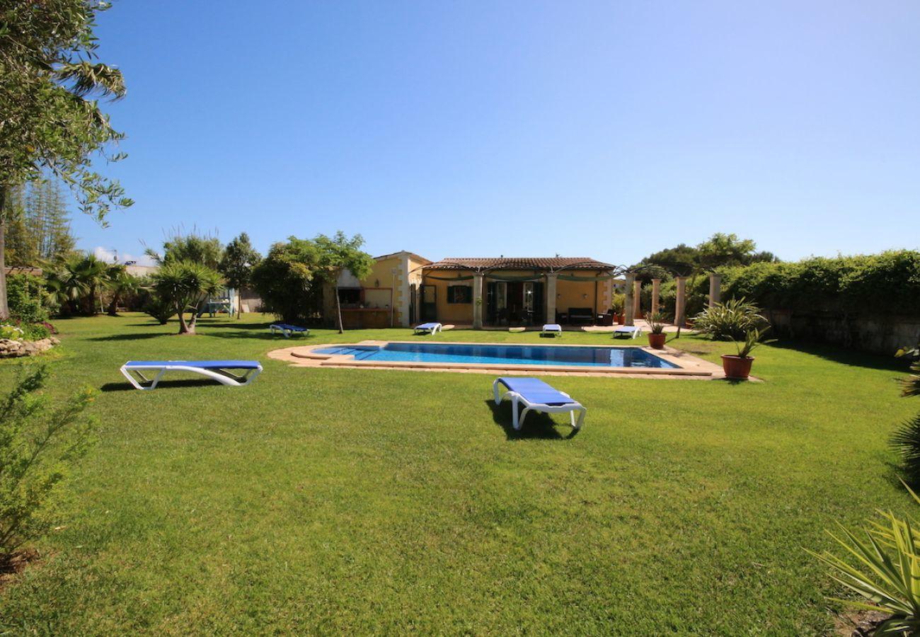 3 Doppelschlafzimmer, 2 Badezimmer, Klimaanlage, gratis Wi-Fi, ganz in der Nähe von Playas de Muro / Can Picafort