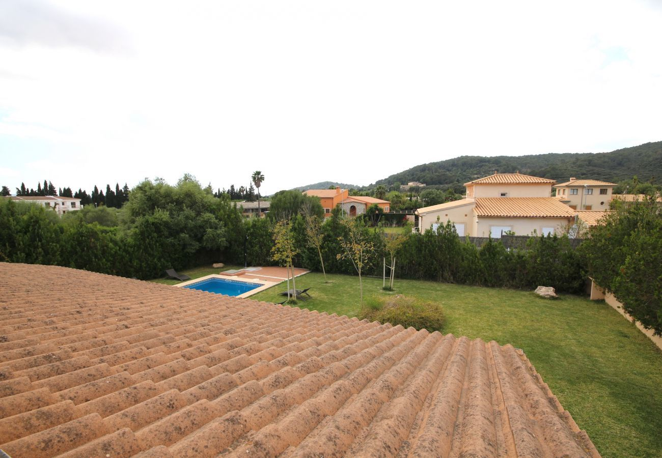 Villa mit Blick auf die Berge, Garten und Pool für 8 Personen mit 4 DZ in Sa Pobla. Nähe der Strände von Alcudia und Muro.