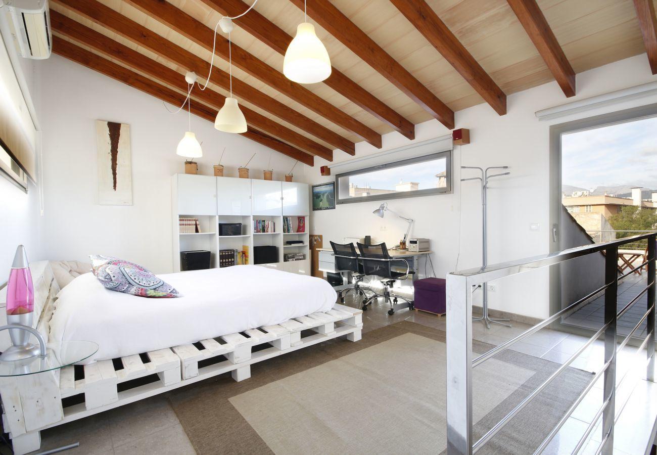 3 DSZ, 1 Kinderzimmer, 3 Bäder, WLAN, Garten mit Grill und Dachterrasse .