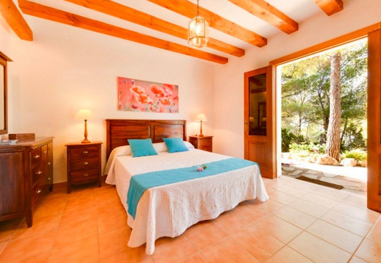 4 Schlafzimmer , Badezimmer, Terrasse, Grill, Kamin, Bügeleisen, Wifi, Fön, AC nur in der Lounge, privater Pool