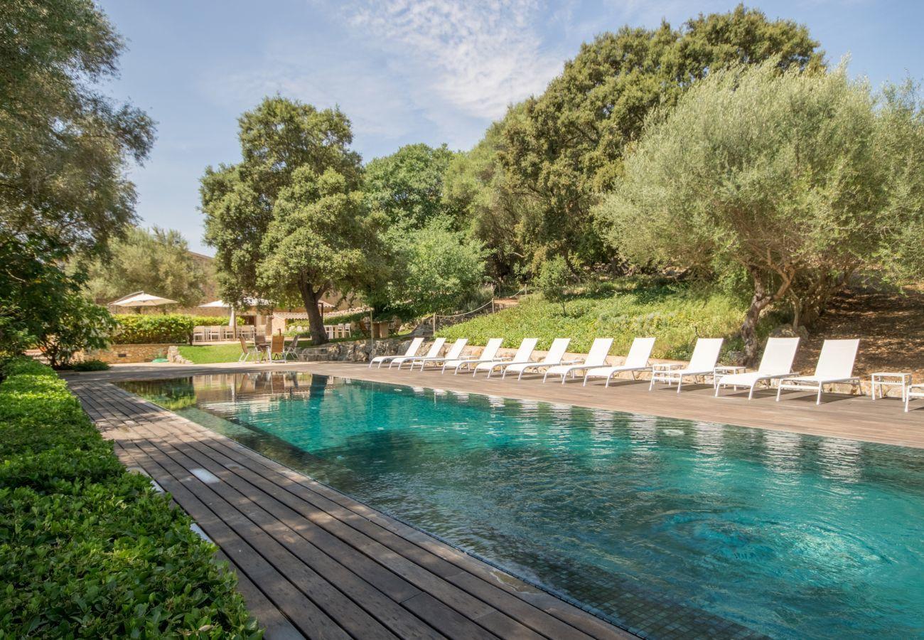 8 DSZ , 8 BZ en suite, 1 Aussenbad, 2 Gäste-WCs, XXL-Pool, viele Terrassenbereiche, Garten & hauseigene Bodega.