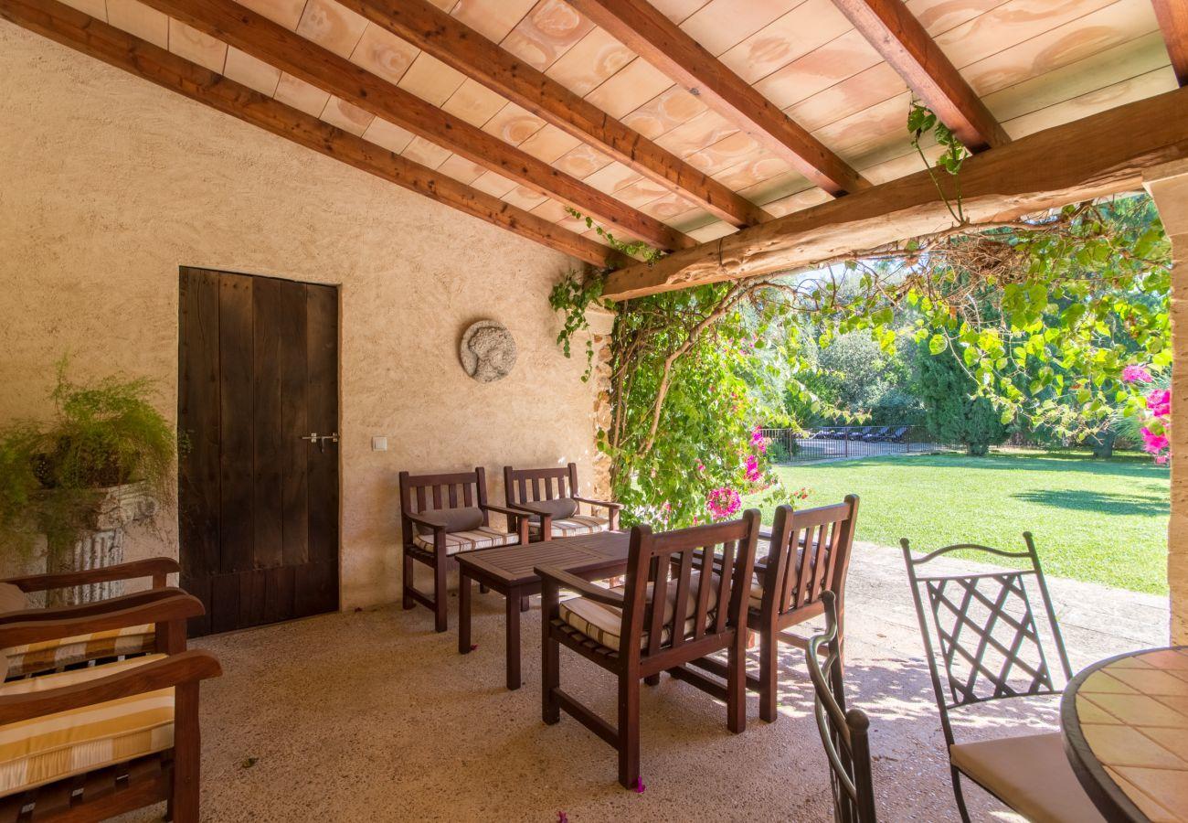 3 DSZ, 3 BZ, AC, Kamin, Wifi gratis, eingezäunter Pool, riesiger Garten mit toller Grillzone und viel Platz zum Spielen