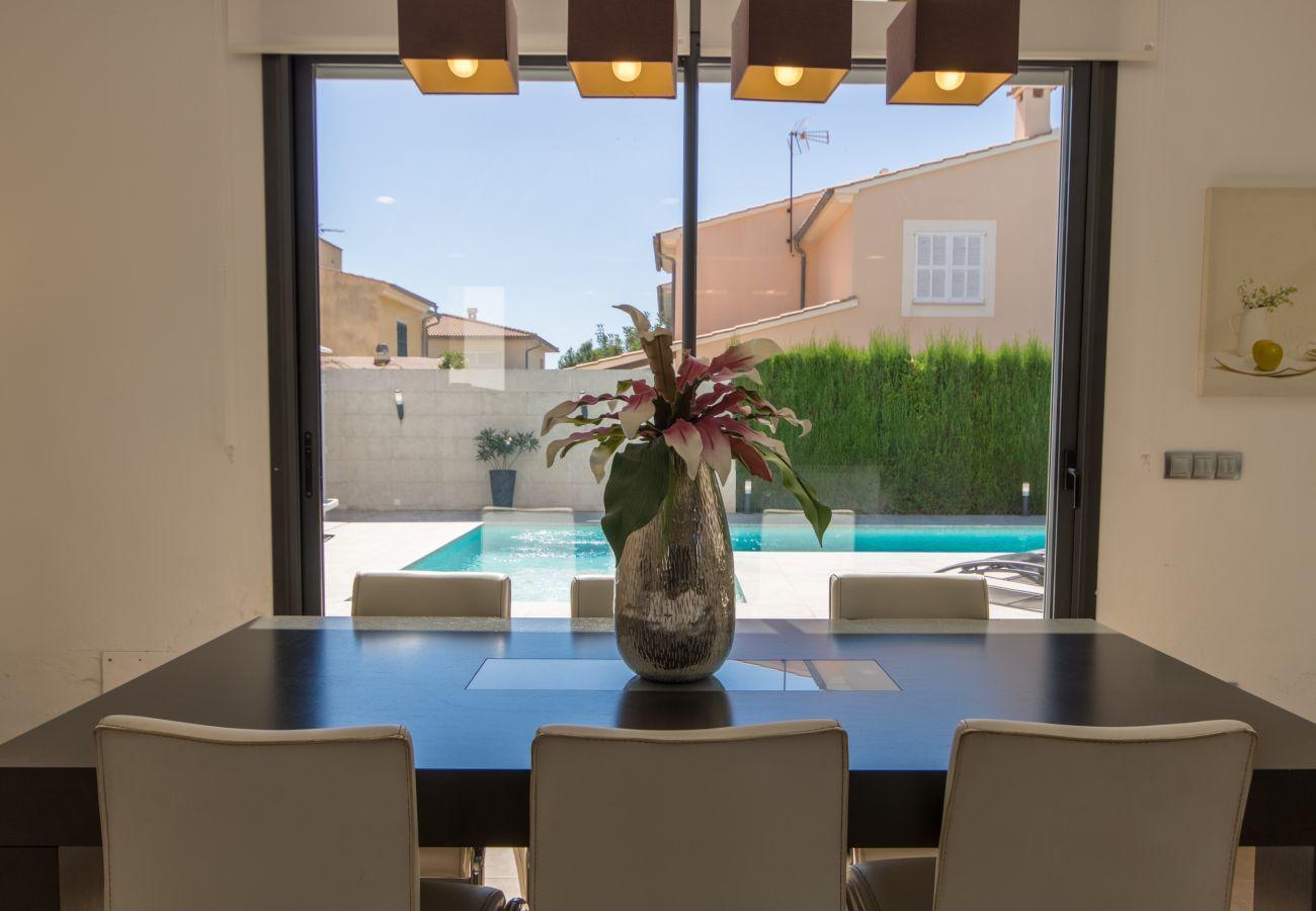 3 DSZ, 1 Studio mit Einzelbett, 3 BZ, Klimaanlage, gratis Wifi Internet, Garten mit Pool und Grillterrasse.
