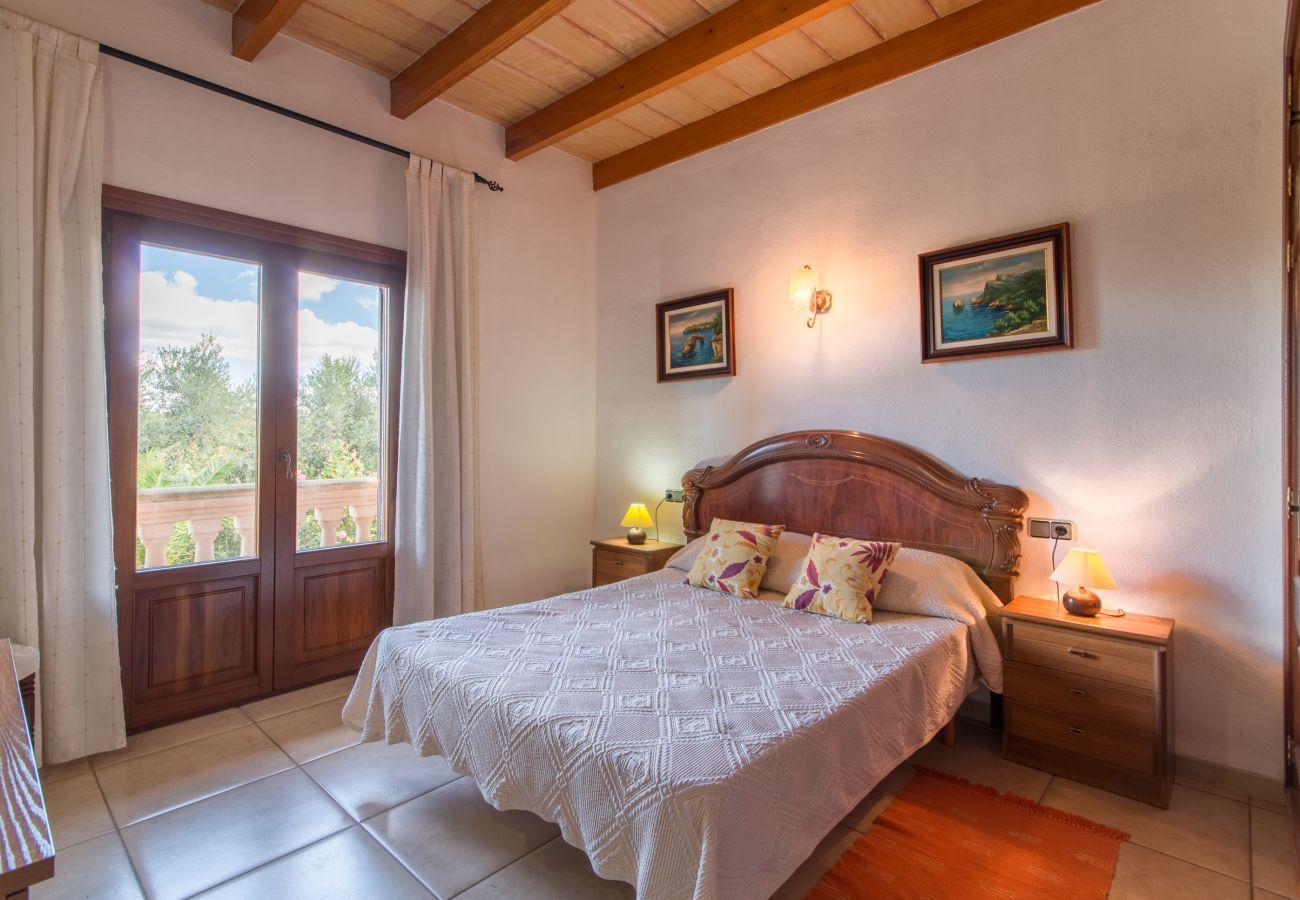 3 Doppelzimmer, 2 Bäder, Klimaanlage, gratis WLAN, Garten mit XXL-Pool, Außendusche und Grillhaus