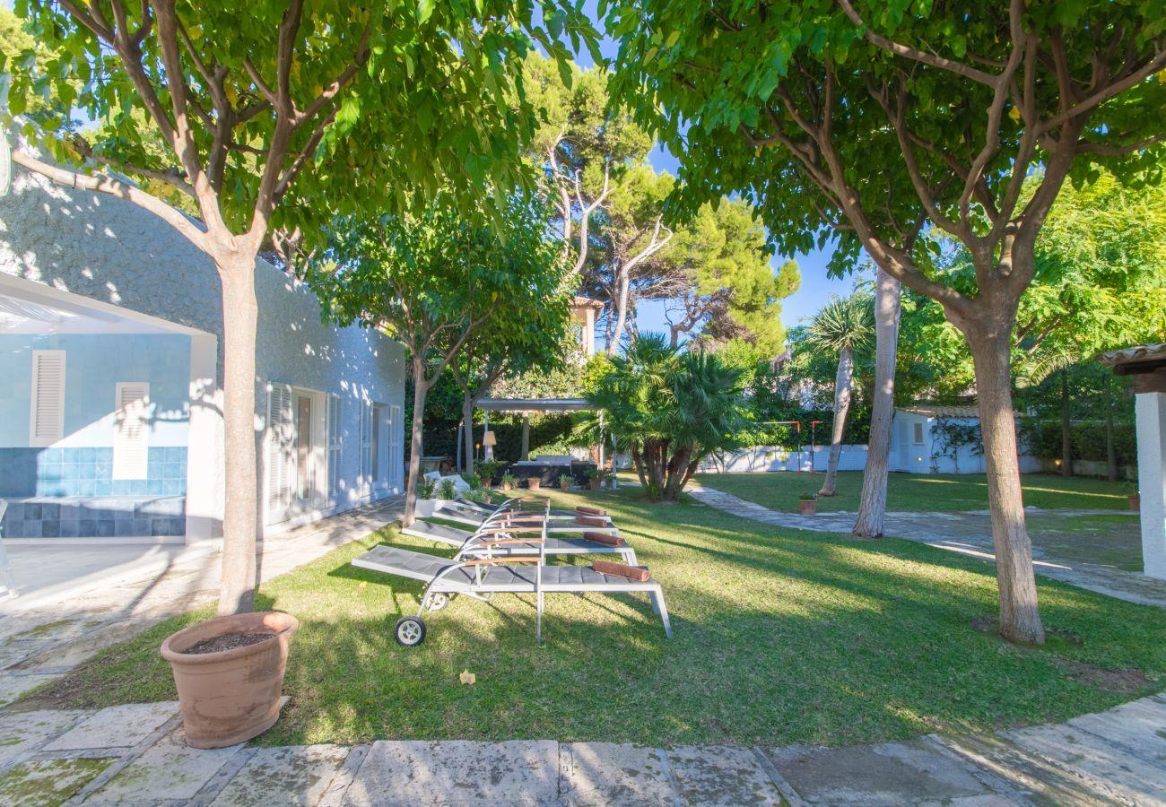 4 DSZ, 3 BZ, Aussenbäder, Klimaanlage, gratis Wifi-Internet, schöner Garten mit Grill und viel Terrassenbereich.