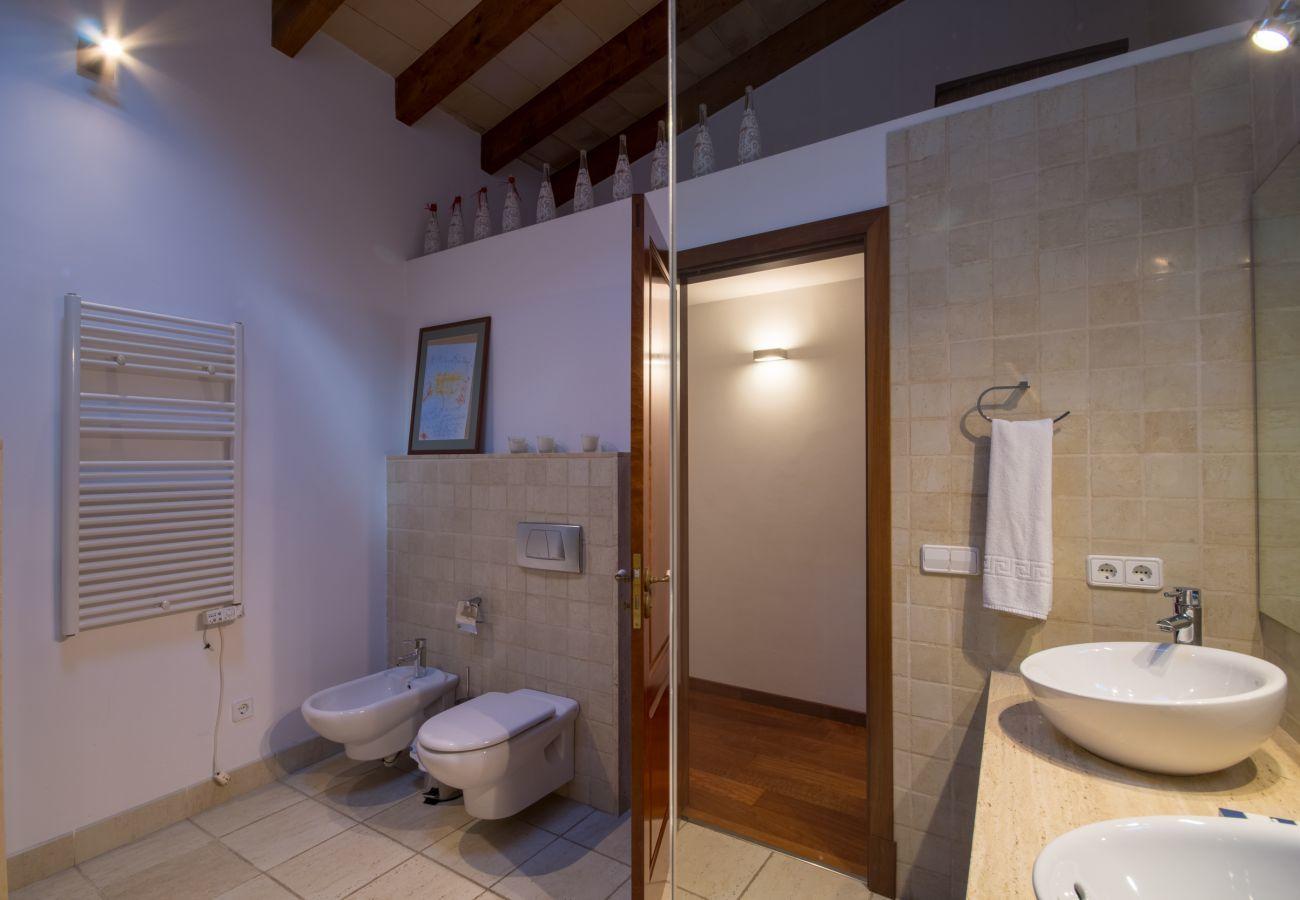 6 Personen, 3 DSZ, 1 BZ, 1 Gäste WC, Klimaanlage, gratis Wifi