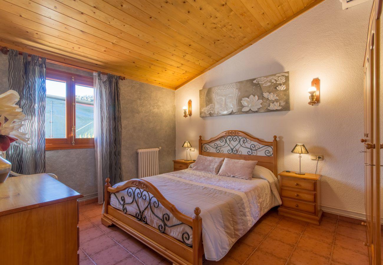 landhaus mit pool f r 6 personen in muro mallorca. Black Bedroom Furniture Sets. Home Design Ideas