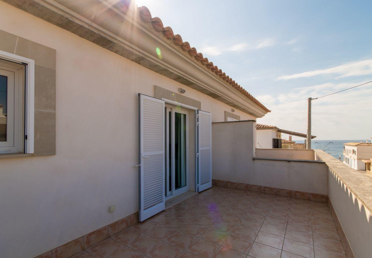 Stadthaus für Familien, die das Meer und den Strand genießen möchten, 3 DZ, 2 BZ, 1 WC, AC, free Wifi, Terrassen und Grill.