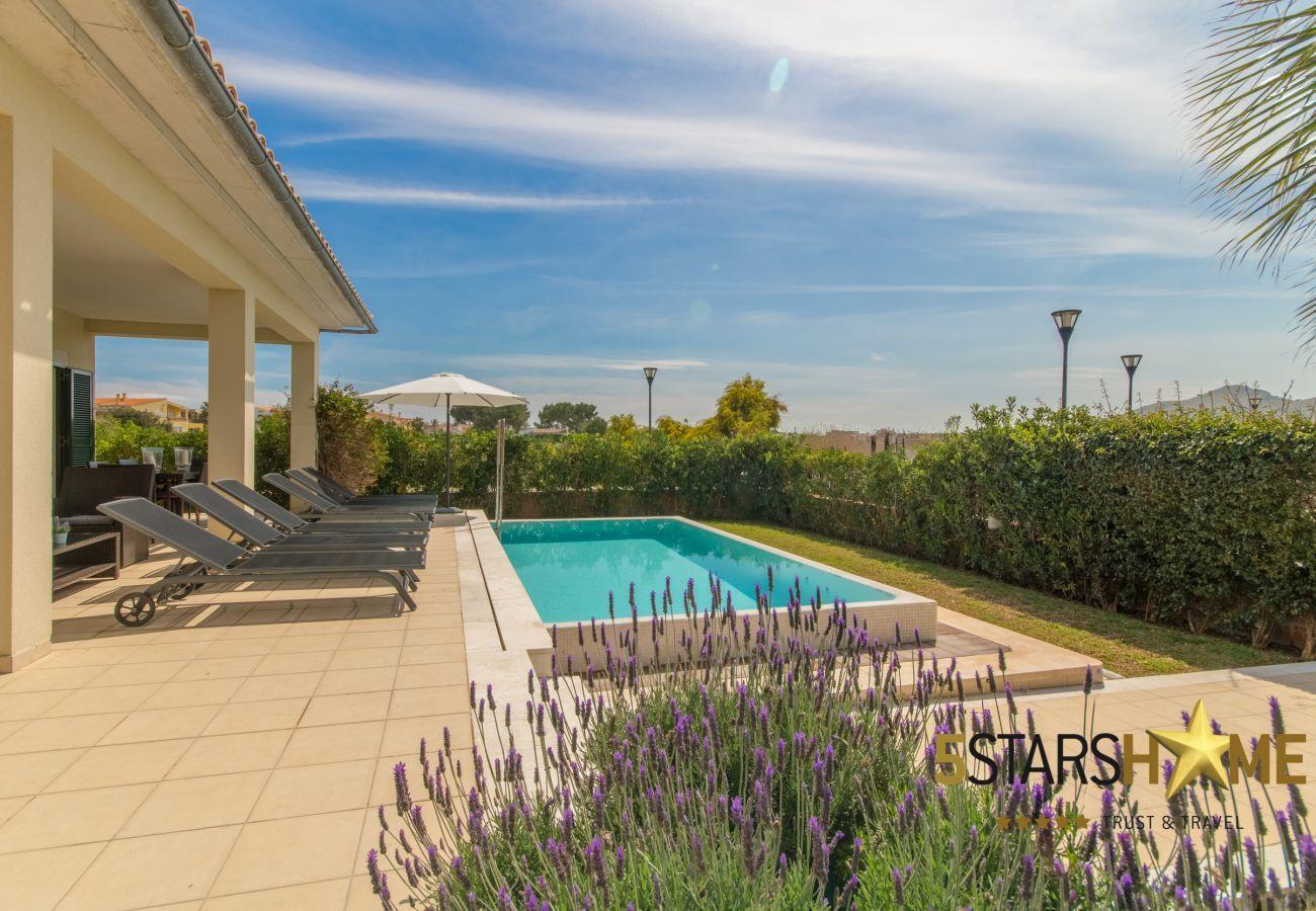 4 Doppelzimmer, 4 Badezimmer, Garten, Pool, Grill, Safe, WIFI, Heizung, Parkplatz im Freien, Sat-TV.