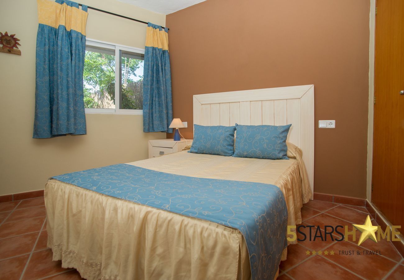 4 Doppelzimmer, 2 Bäder, Garten, Pool, Grill, Internetzugang (Wifi), Klimaanlage, Sat-TV.